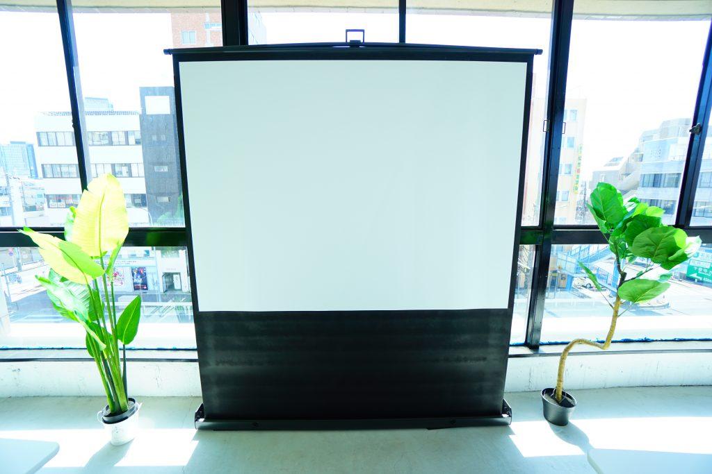 レンタルスペース(貸し会議室)の無料設備のスクリーン