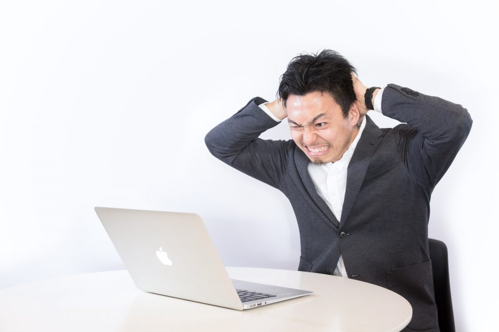 不動産投資で悩みを持つ会社員